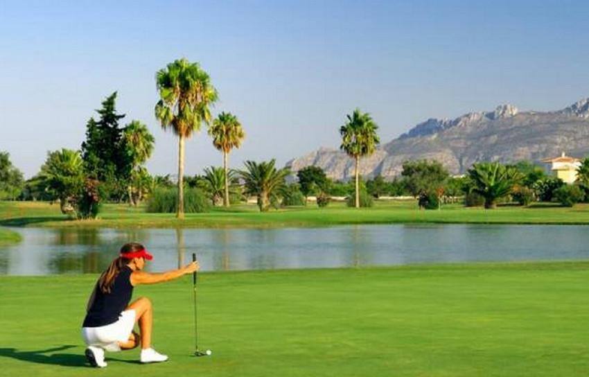 Cada día más jugadores en los campos de golf valencianos